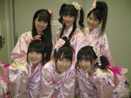 File:Momoiro Clover Member January 2009.png