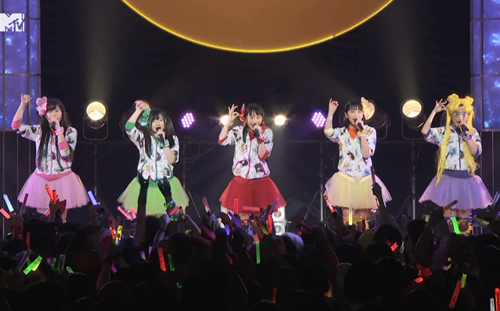 File:Momoclo Tuxedo Mirage Perf.png