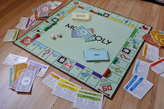 File:Monopoly Canadian 1982-2000.jpg
