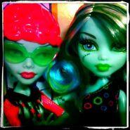 Diorama - SKRM Ghoulia and Frankie