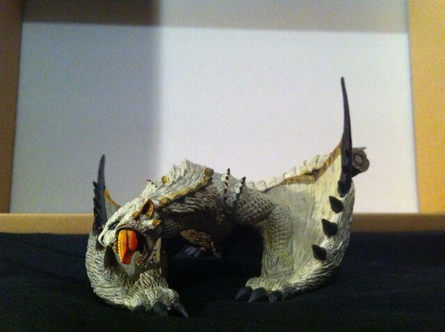 File:Barioth Figurine (Broken Parts).jpg