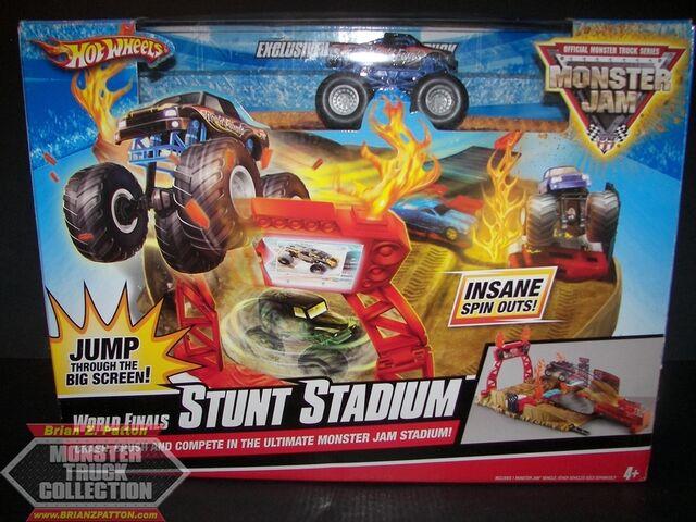 File:2010 SE-PS WF Stunt Stadium (1).jpg