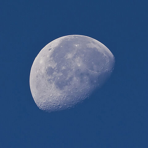 File:How to photograph the moon.jpg