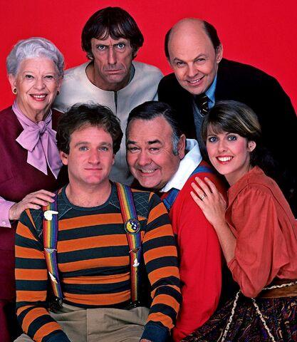 File:Mork & Mindy Season 4 Cast.jpg
