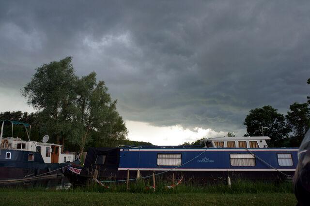 Datei:Dunkle-Wolken.jpg
