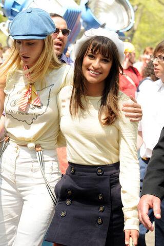 File:Heather+Morris+Lea+Michele+Heather+Morris+mpfAj8iOOsbl.jpg