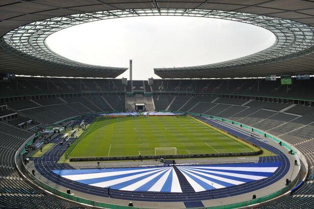 File:Olympiastadion-Berlin.jpg