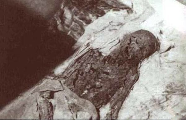 File:The Mummy of Cixi.jpg