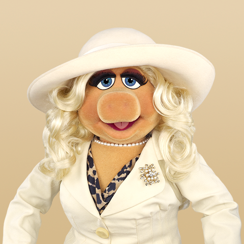 File:Miss Piggy white outfit and hat.png