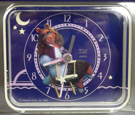File:Picco 1980 miss piggy clock.jpg