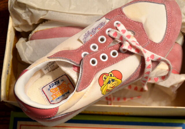 File:Keds 1982 miss piggy running shoes sneakers 4.jpg