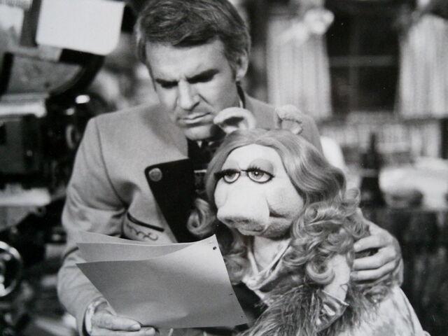 File:Muppet movie steve martin piggy.jpg