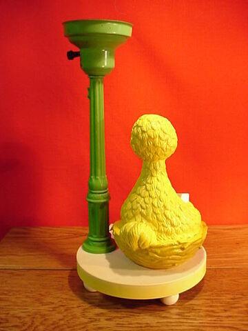 File:Lamp big bird reading 1.JPG