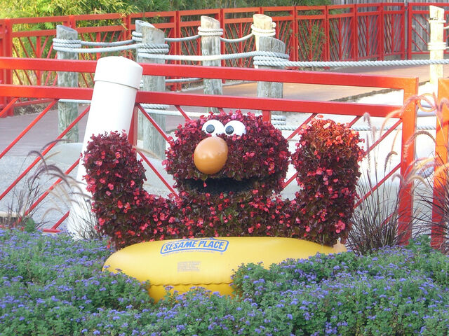 File:SesamePlaceTopiaries (11).jpg