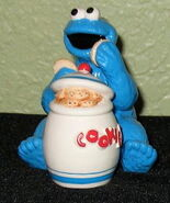 Enesco 1993 salt pepper shakers cookie monster jar 1