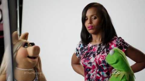 Miss Piggy, Kermit and Kerry Washington - The Muppets