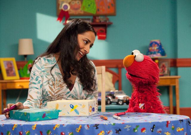 File:Leela and Elmo, crayons.jpg