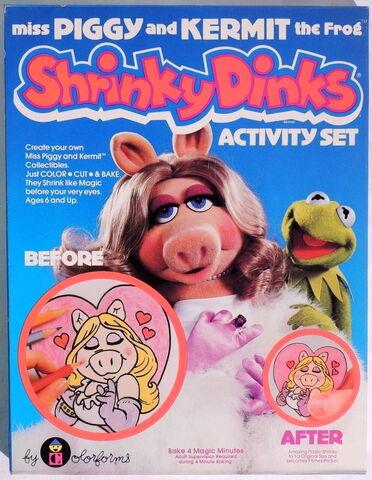 File:Shrinky dinks kermit and piggy.jpg