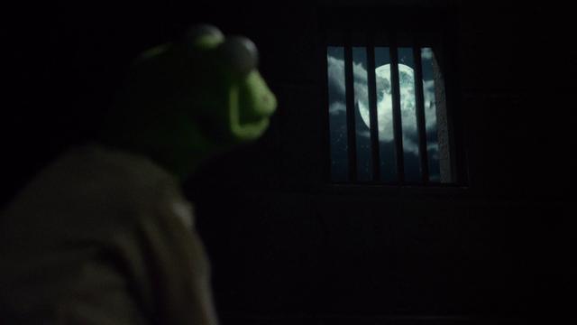 File:MMW Kermit moon.png