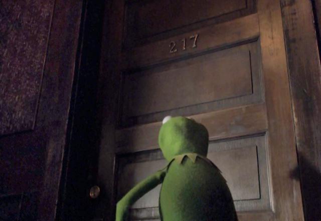 File:VMX Kermit in Piggy's apt building.png