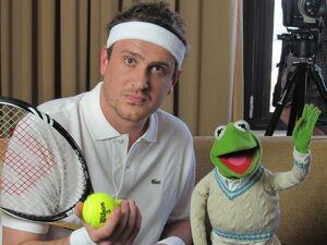 Twitter-JasonSegel&Kermit-Tennis-(2011-12-19)