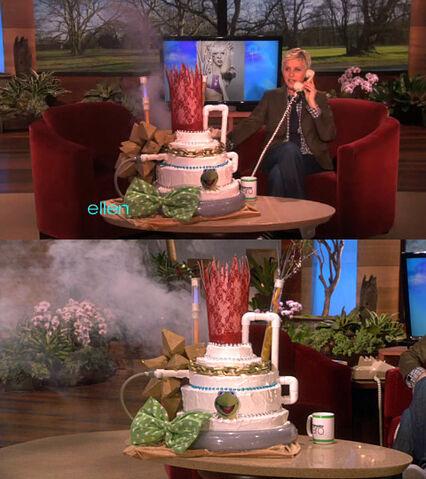 File:Ellen-LadyGaga25thBirthdayCake-(2011-03-28).jpg