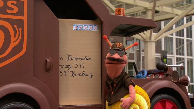 File:EineMöhreFürZwei-Blumenfabrik-FinchenDrag.png