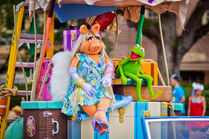 Disney'sHonoraryVoluntEarsCavalcade-MissPiggy'sBeautyKit