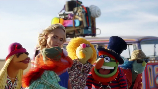 File:TheMuppets-S01E06-EM-OutsideFighting02.png