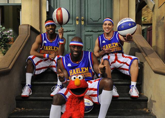 File:The Harlem Globetrotters Elmo.jpg