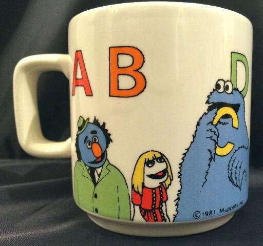 File:Crown lynn 1981 alphabet mug 1.jpg