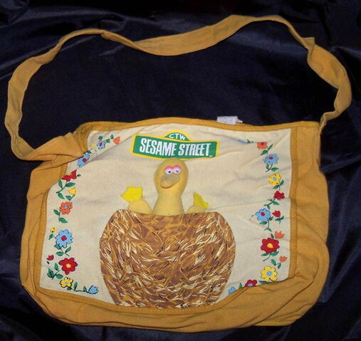 File:Knickerbocker 1977 big bird tote bag w plush toy 1.jpg