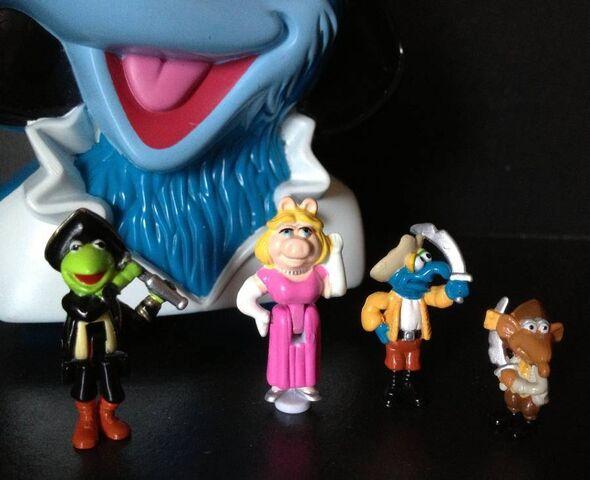 File:Bluebird toys uk polly pocket muppet treasure island pirate gonzo head toy set 2.jpg