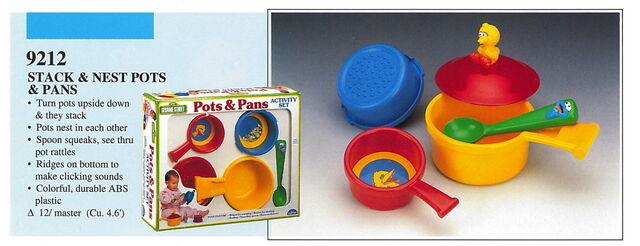File:Illco 1992 preschool toys stack & nest pots & pans.jpg