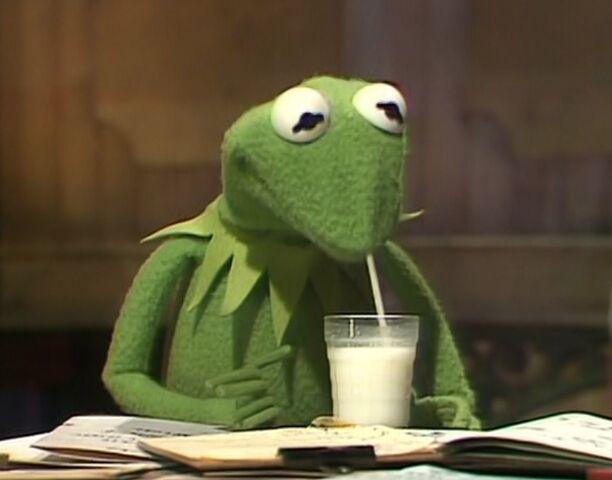 File:Kermit drinks.jpg