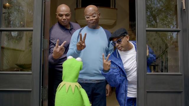 File:CapitalOne-Kermit&Piggy02-(2015-11-16).png