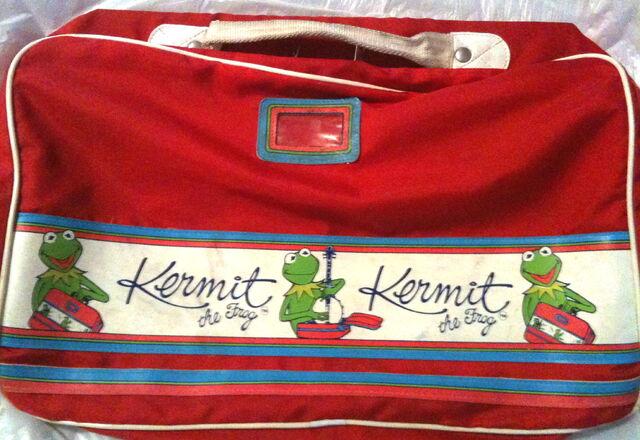 File:Travel bag k.jpg