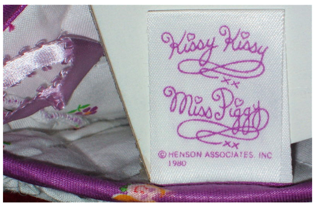 File:Jones new york at home 1980 miss piggy oven mitt 4.png