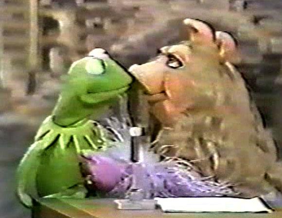 File:Kiss Kermit and Piggy Tonight Show 1979.jpg