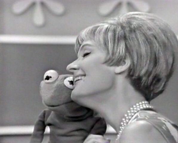 File:Florence Henderson Kermit My Funny Valentine.jpg