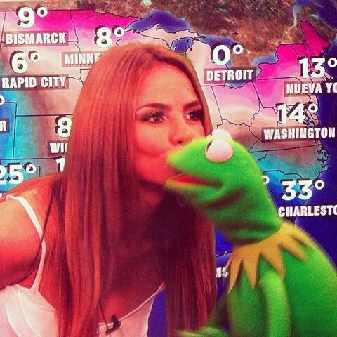 File:Kiss Ximena Despierta America.jpg