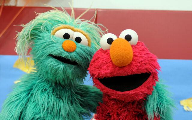 File:Elmo-Rosita-ComingHome.jpg