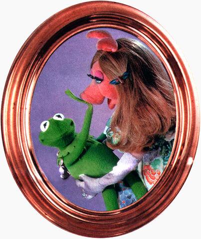 File:BravoPoster-Kermit&Piggy.jpg