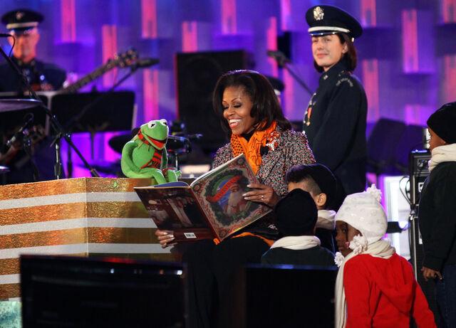 File:Kermit michelle obama tree lighting 2011 dec 1.jpg