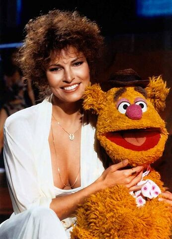 File:Raquel and fozzie.jpg