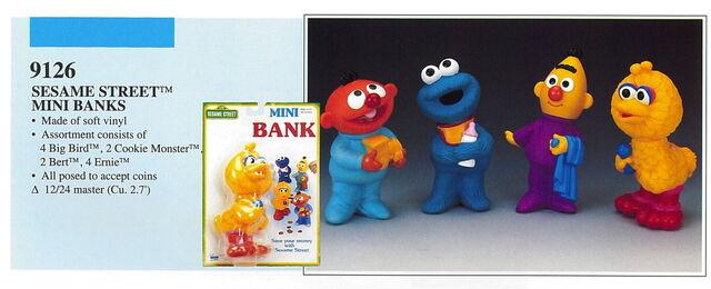 File:Illco 1992 sesame street mini banks.jpg