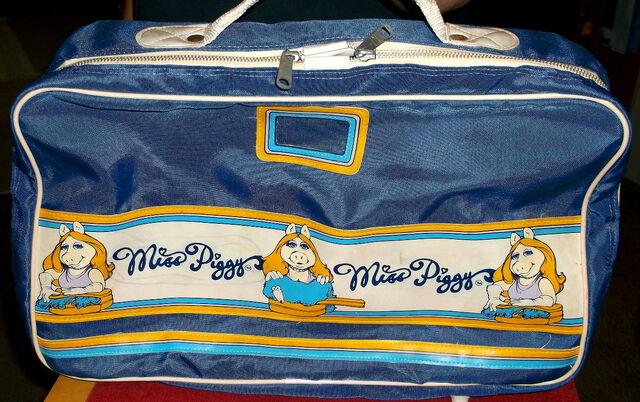 File:Travel bag mp.jpg
