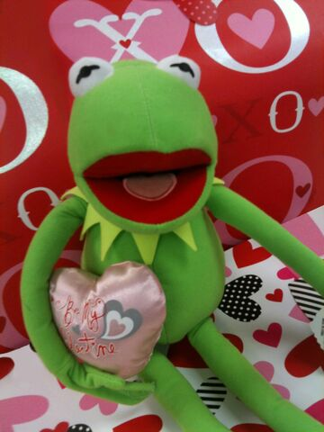 File:Just play 2013 valentine's kermit plush 2.jpg