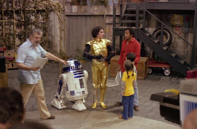 File:SesameStreet-StarWars-C-3PO&R2-D2-01.jpg