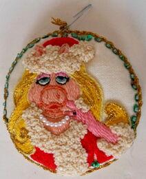 Piggy crewel ornament